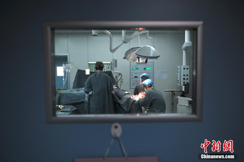 云南直播脑科手术 百名基层医生现场观看学习